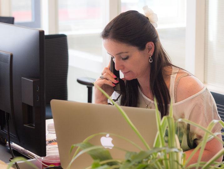 Voor minder digitaalvaardigen is de helpdesk telefonisch bereikbaar.